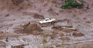 Rompimento de barragem destrói cidade e meio ambiente